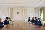 Президент Ильхам Алиев принял делегацию во главе с зампредом Сената Италии