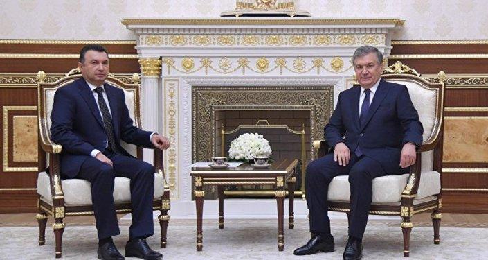 Встреча президента Узбекистана Шавката Мирхиёева с премьер-министром Таджикистана Кохиром Расулзодой