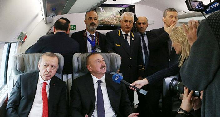 """""""Yevronyus"""" telekanalı Bakı-Tbilisi-Qars dəmir yolunun açılışı ilə bağlı reportaj yayımlayıb"""