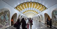 Пассажиры бакинского метро на станции Низами, архивное фото