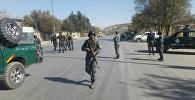 Афганские полицейские продолжают следить за местом нападения на частную телевизионную станцию в Кабуле, Афганистан, 7 ноября 2017 года