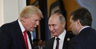 Президент РФ Владимир Путин и президент США Дональд Трамп в перерыве рабочего заседания лидеров экономик форума Азиатско-Тихоокеанского экономического сотрудничества (АТЭС)