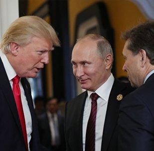 Президент РФ Владимир Путин и президент США Дональд Трамп, фото из архива