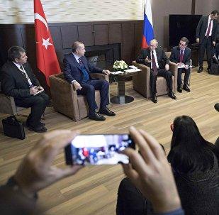 Президенты России и Турции Владимир Путин и Реджеп Тайип Эрдоган в ходе встречи, Сочи, 13 ноября 2017 года