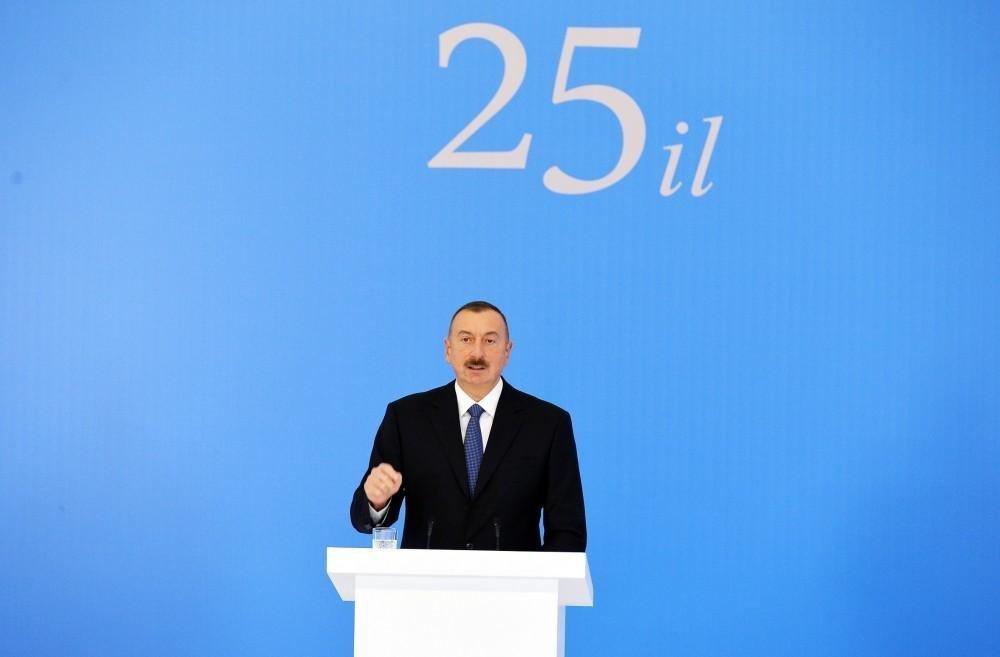 Президент принял участие в торжественной церемонии по случаю 25-й годовщины создания партии Ени Азербайджан