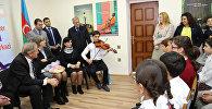 Посол США в Азербайджане Роберт Секута посетил Центр Сальян-Америка