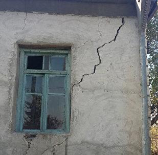 Пострадавший в результате землетрясения частный дом, архивное фото