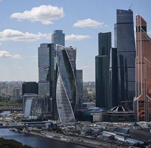 Вид на международный деловой центр Москва-Сити с гостиницы Украина в Москве