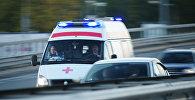 Автомобиль скорой медицинской помощи на дороге в Москве, фото из архива