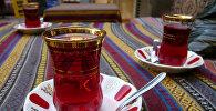 Armudu stəkanda çay