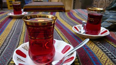 Чай в стакане армуду