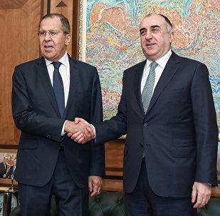 Главы МИД Азербайджана и России Эльмар Мамедъяров и Сергей Лавров в ходе встречи в Баку, 20 ноября 2017 года