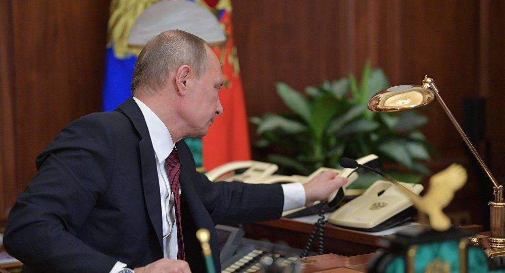 Президент РФ Владимир Путин после телефонного разговора, фото из архива