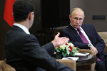 Президент РФ Владимир Путин и президент Сирии Башар Асад (слева) во время встречи, фото из архива