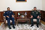 Министр обороны Азербайджана Закир Гасанов встретился с бригадным генералом ОАЭ Салимом Аль-Шамси