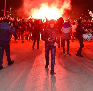 Члены фан-клуба Имарет Тайфа Карабаха у Бакинского олимпийского стадиона