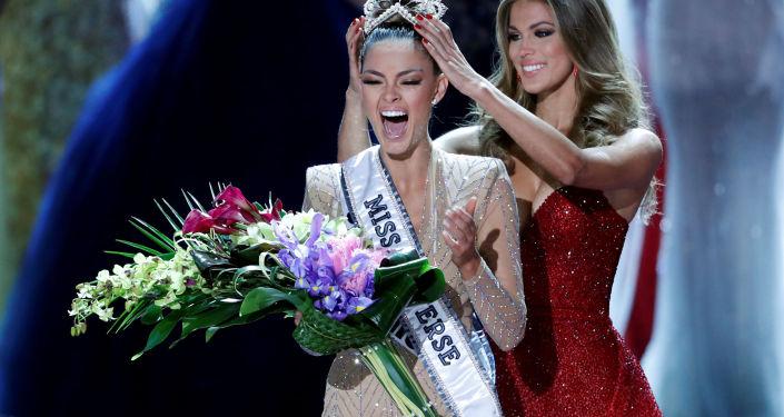 Мисс Вселенная-2017 представительница ЮАР Деми-Лей Нель-Петерес