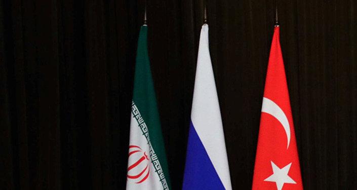 Флаги Ирана, России и Турции