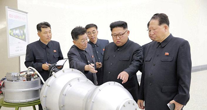 Ким Чен Ун дает рекомендации по программе ядерного оружия, Пхеньян 3 сентября 2017 года
