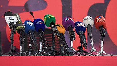Микрофоны с эмблемами азербайджанских телеканалов