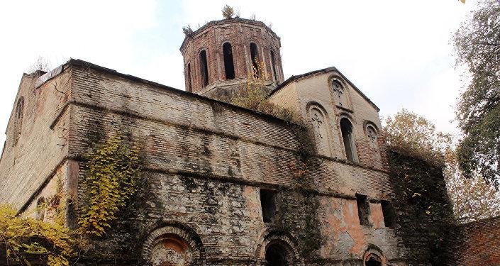 Древний албанский храм в центре Загаталы