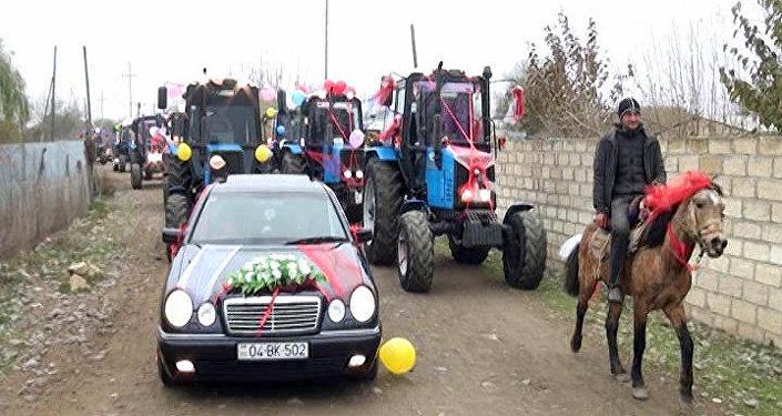 Ağcabədidə traktorlardan ibarət toy karvanı