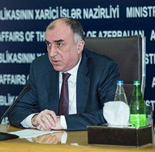 Министр иностранных дел Азербайджана Эльмар Мамедъяров в ходе совместного брифинга с турецким коллегой Мевлютом Чавушоглу