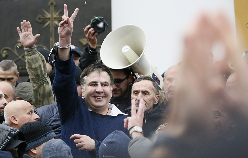 Михаил Саакашвили после освобождения его сторонниками в центре Киева 5 декабря 2017 года