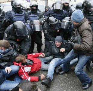 Saakaşvili tərəfdarları ilə polislər arasında qarşıdurma
