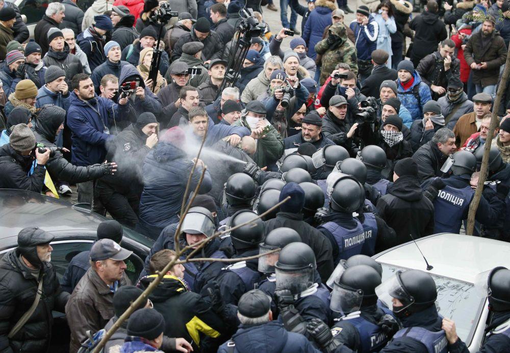 Столкновения сторонников Михаила Саакашвили с полицией в Киеве