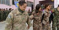 Suriyanın Münbiç qəsəbəsində amerikalı qadın əsgər PKK-nın qolu hesab edilən PYD terrorçuları ilə yallı gedərkən