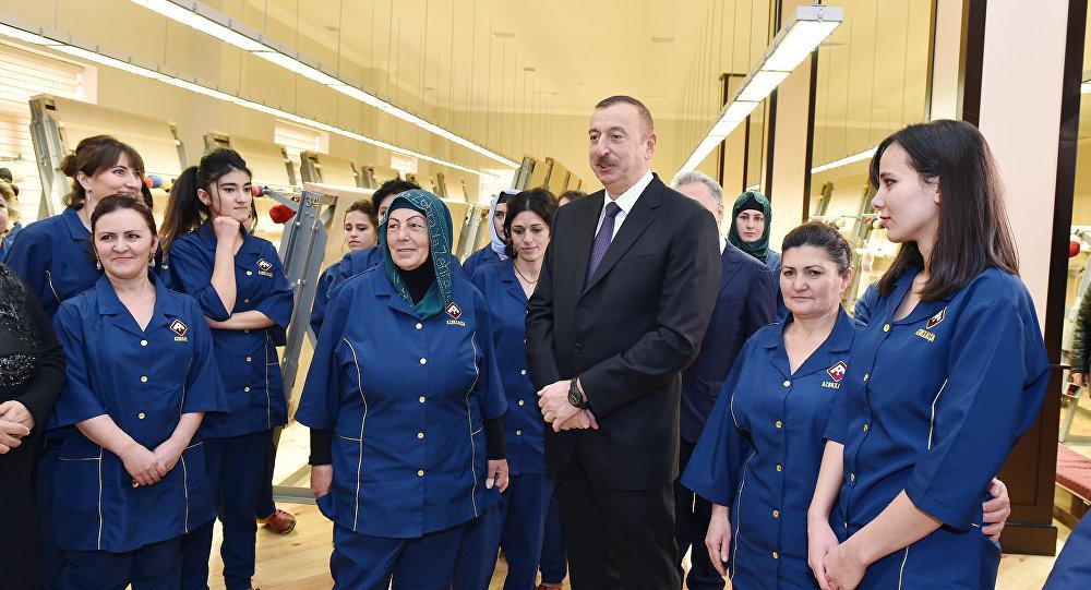 Президент Ильхам Алиев на открытии губинского филиала ОАО Azərxalça