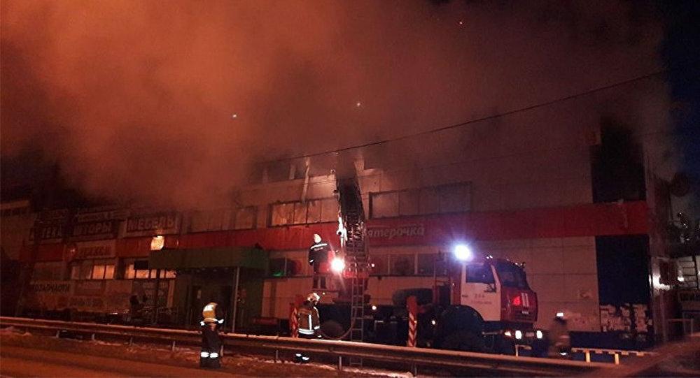 Moskvada ticarət mərkəzi yanıb
