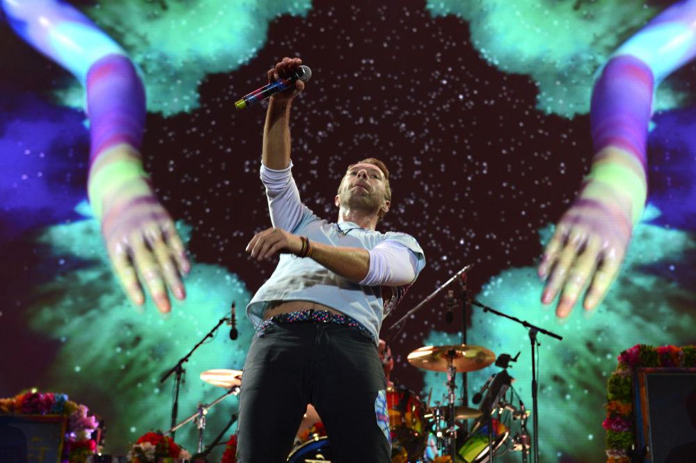 Солист группы Coldplay Крис Мартин на концерте в Гамбурге
