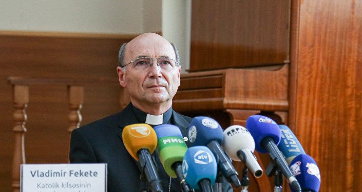 Епископ Римской Католической церкви в Баку Владимир Фекете, фото из архива