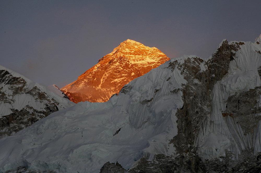 Эверест — высочайшая вершина Земли
