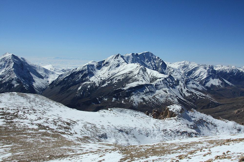 Базардюзю — вершина Водораздельного хребта Большого Кавказа на границе Азербайджана и России. Высота вершины составляет 4466 метров.
