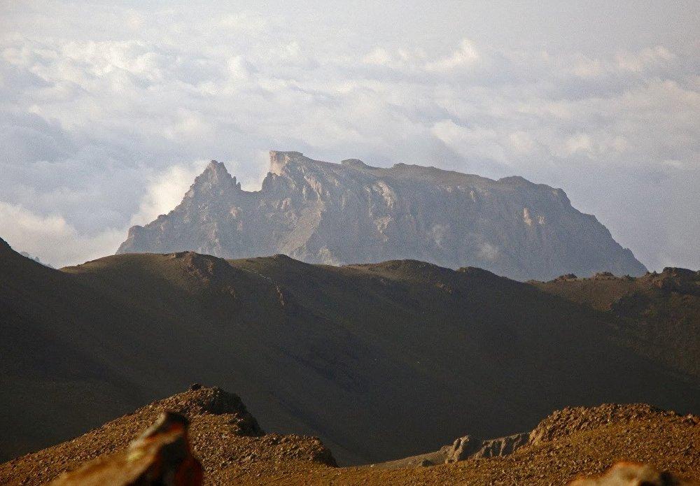 Кяпяз — гора в Азербайджане, высота 3066 метров над уровнем моря, наивысшая точка Кяпазского хребта. Горный хребет Кяпаз служит стартом или финишем траверса Муровдагского хребта.