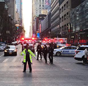 Полицейские на месте взрыва в районе транспортной станции на Манхэттене, Нью-Йорк, 11 декабря 2017 года