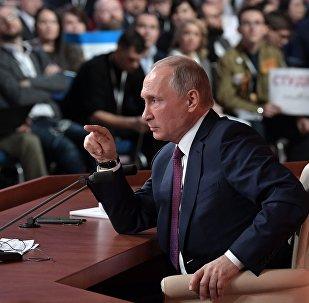 Президент РФ Владимир Путин на ежегодной большой пресс-конференции в Центре международной торговли на Красной Пресне