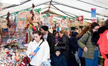 Новогодняя ярмарка в центре Баку