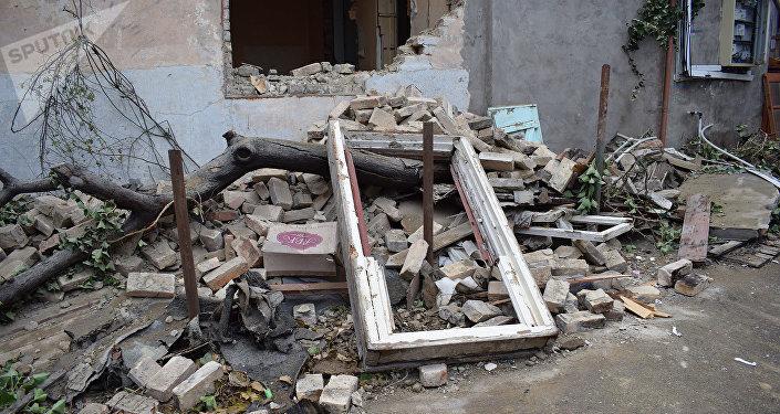 Bakı şəhəri Qurban Abbasov küçəsində sökülən evlər