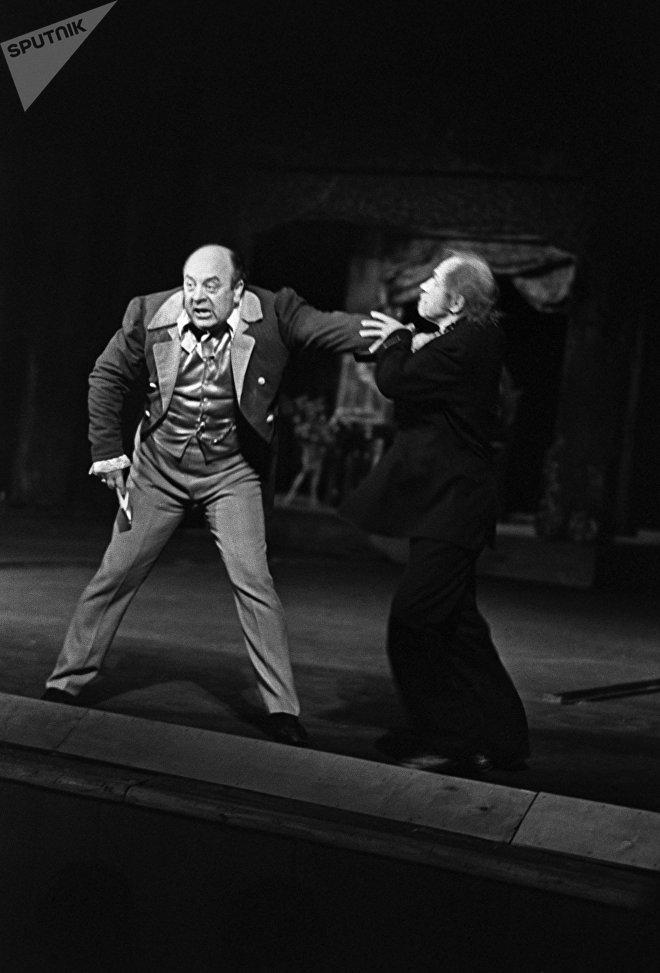 Сцена из спектакля по пьесе Н.В. Гоголя Женитьба
