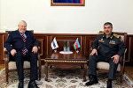 Министр обороны Азербайджана генерал-полковник Закир Гасанов и личный представитель действующего председателя ОБСЕ Анджей Каспшик во время встречи, Баку, фото из архива