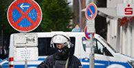 Полицейский на акции протеста в Гамбурге, фото из архива