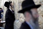 Евреи у Стены плача в Старом городе Иерусалима накануне праздника Йом-Киппур, фот о из архива