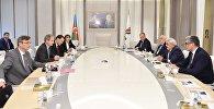 Встреча президента азербайджанской нефтекомпании Ровнага Абдуллаева с вице-президентом французского нефтяного гиганта по Южной Европе и Каспийскому региону Бернаром Клеманом