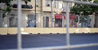 Заграждение вдоль гоночного трека Formula-1 в Баку, фото из архива