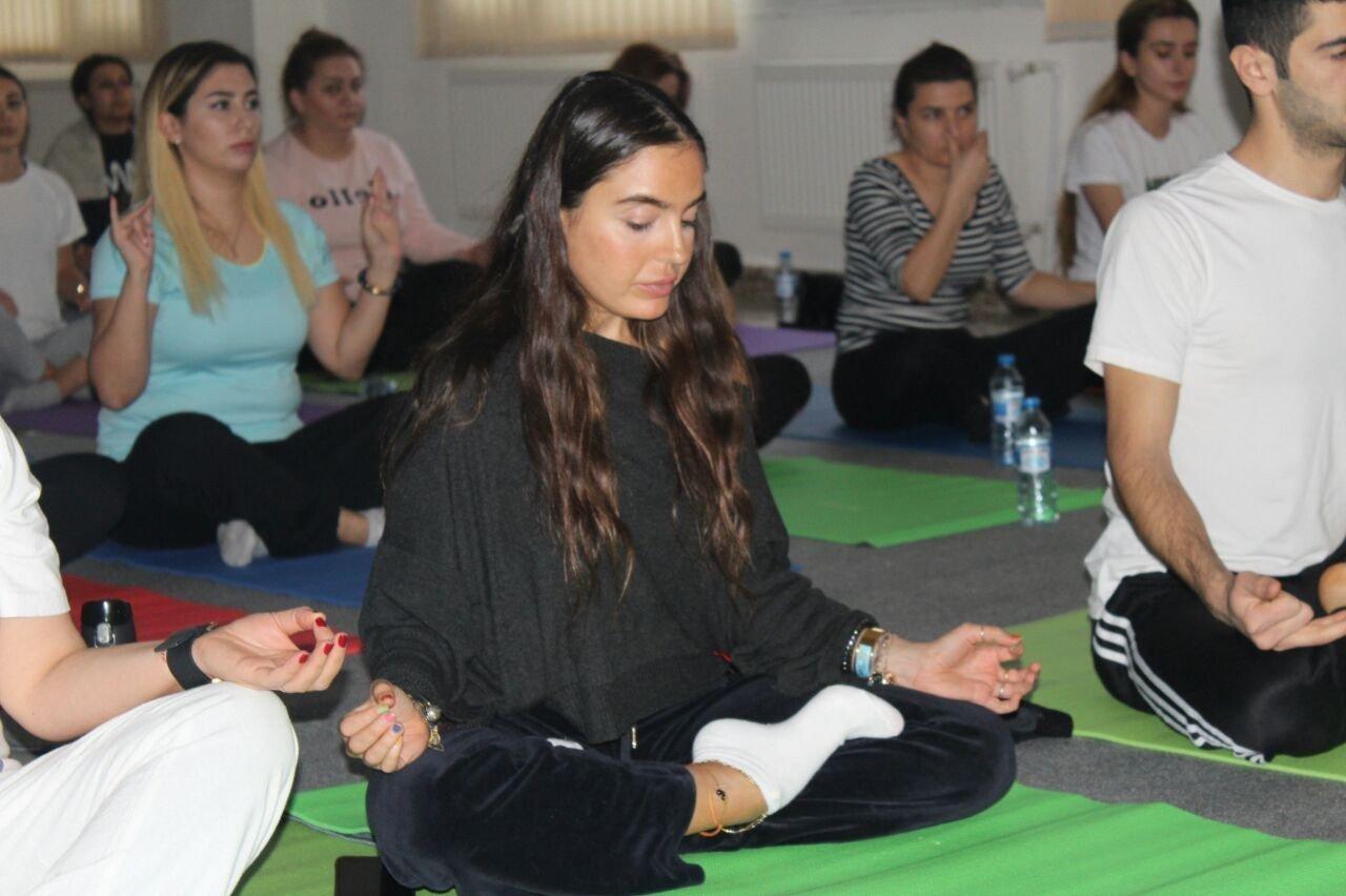 İDEA Heyvanlara Qayğı Mərkəzində yoqa üzrə ustad dərsi keçirilib