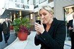 Марин Ле Пен с сигаретой, фото из архива